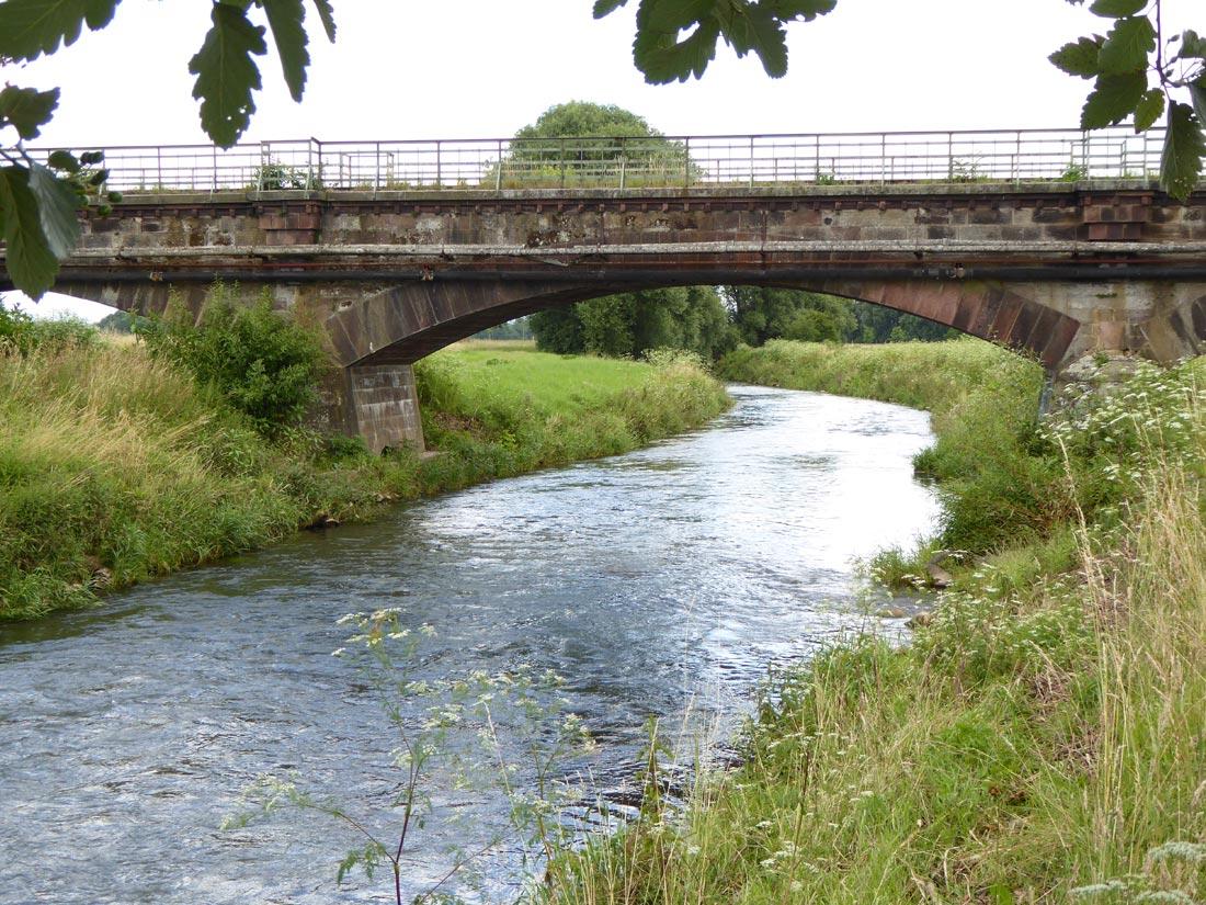 Eisenbahnbrücke über die Leine